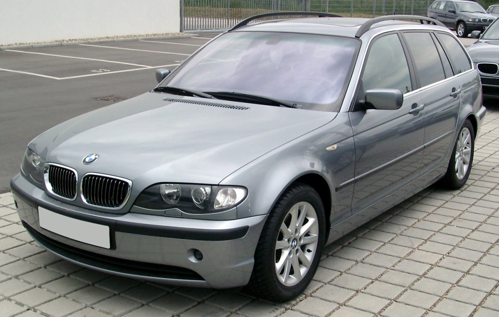 bmw 320i 2 0 touring e46 pictures photos information of modification video to bmw 320i 2. Black Bedroom Furniture Sets. Home Design Ideas