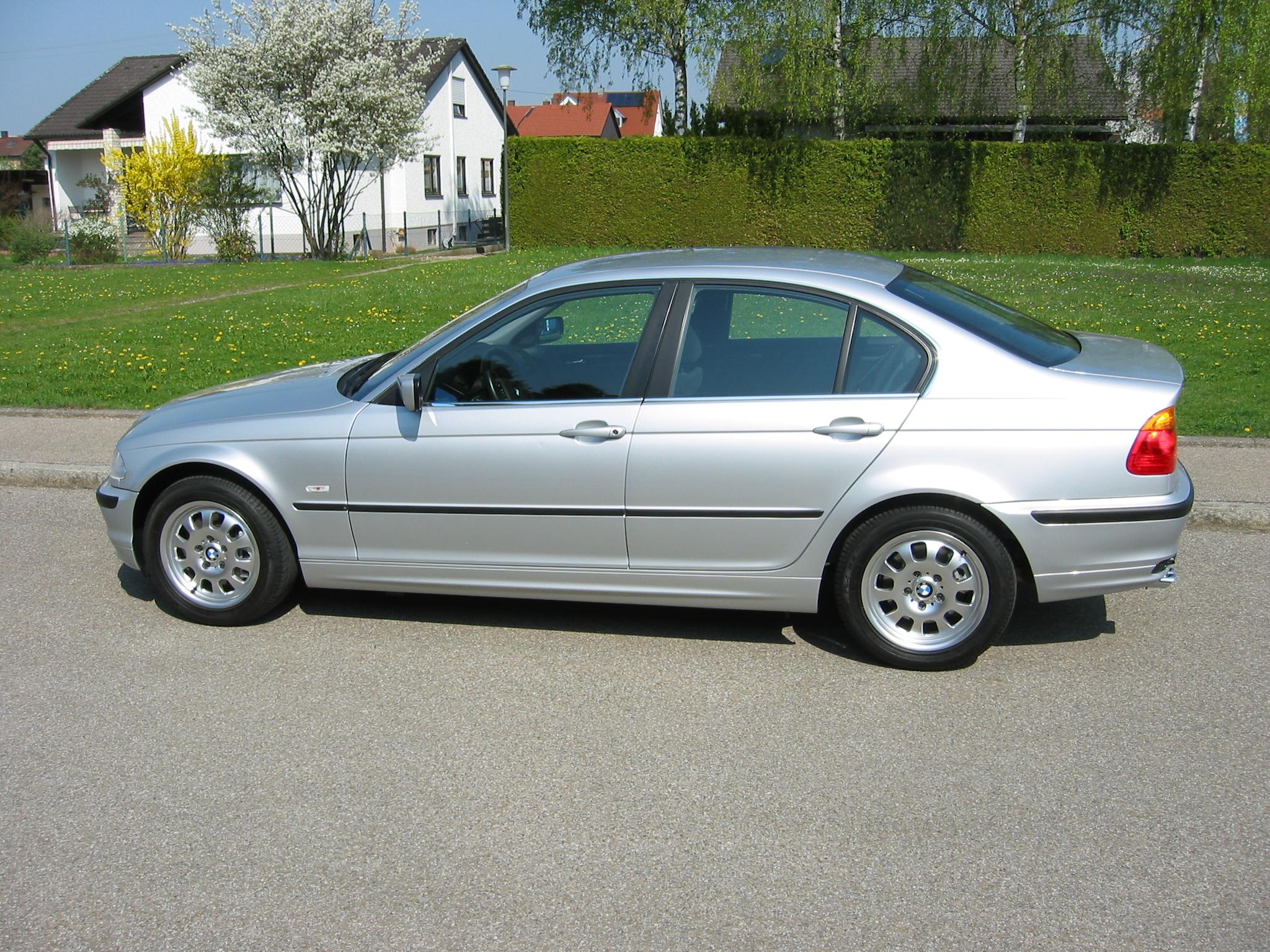 BMW 325i (E46)