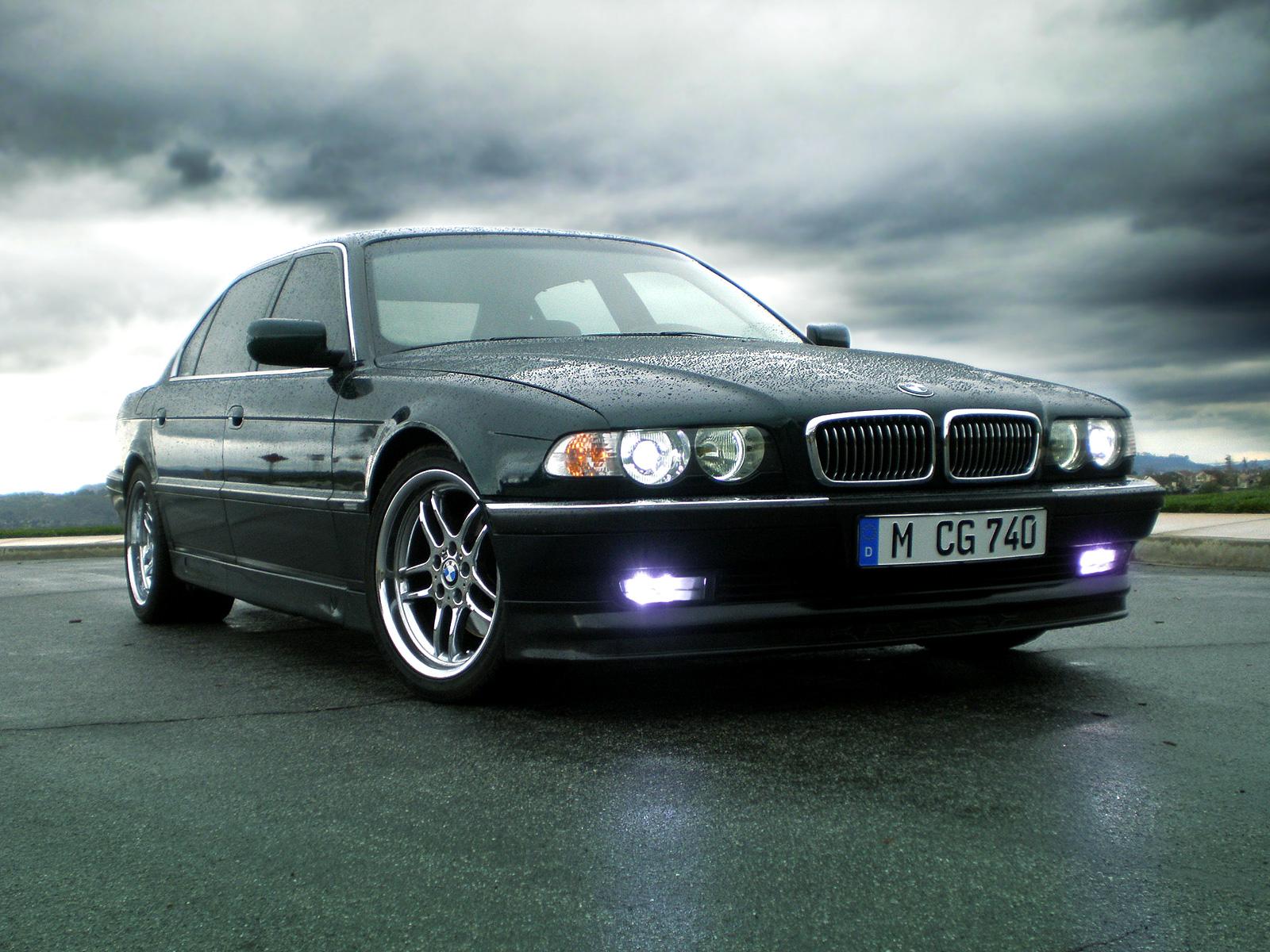 BMW 745i  (E65)