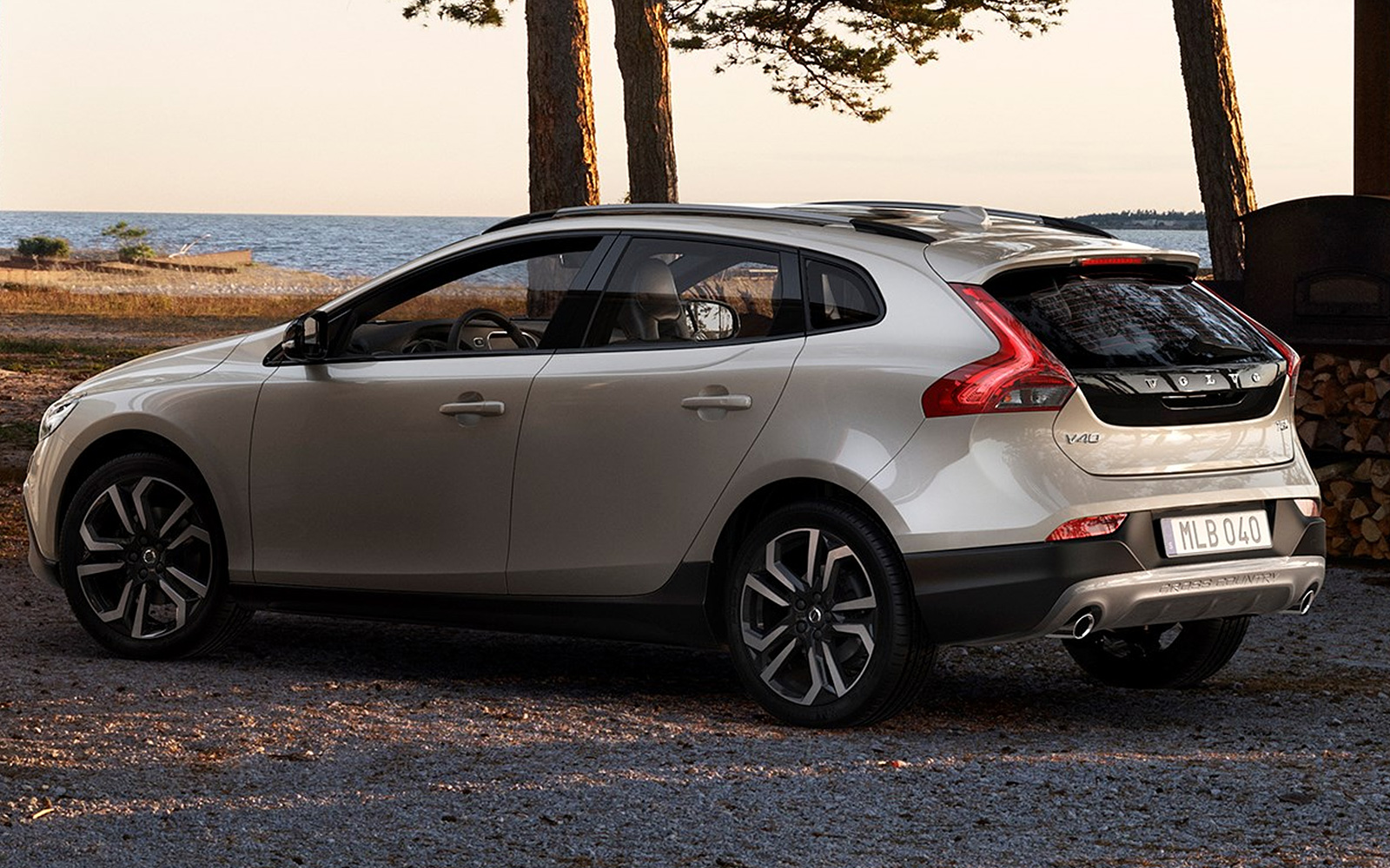 volvo v40 cross country 2016 pictures photos. Black Bedroom Furniture Sets. Home Design Ideas