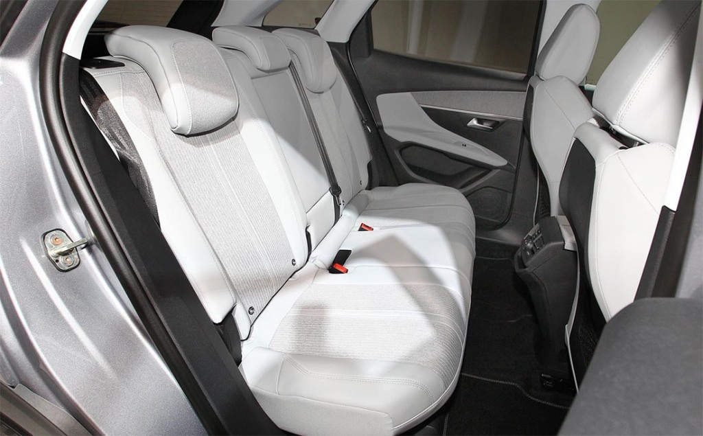 Peugeot-3008-2-salon-3-min