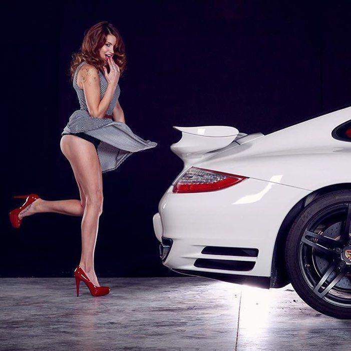 """PorscheChicks – ShockerRacing on Instagram: """"@unlimitedrpm with a #Porsche #911 by @clayton_richards_ig #porschechicks #cargirls #carchicks #planet9 #porschelife #rennlist…"""""""