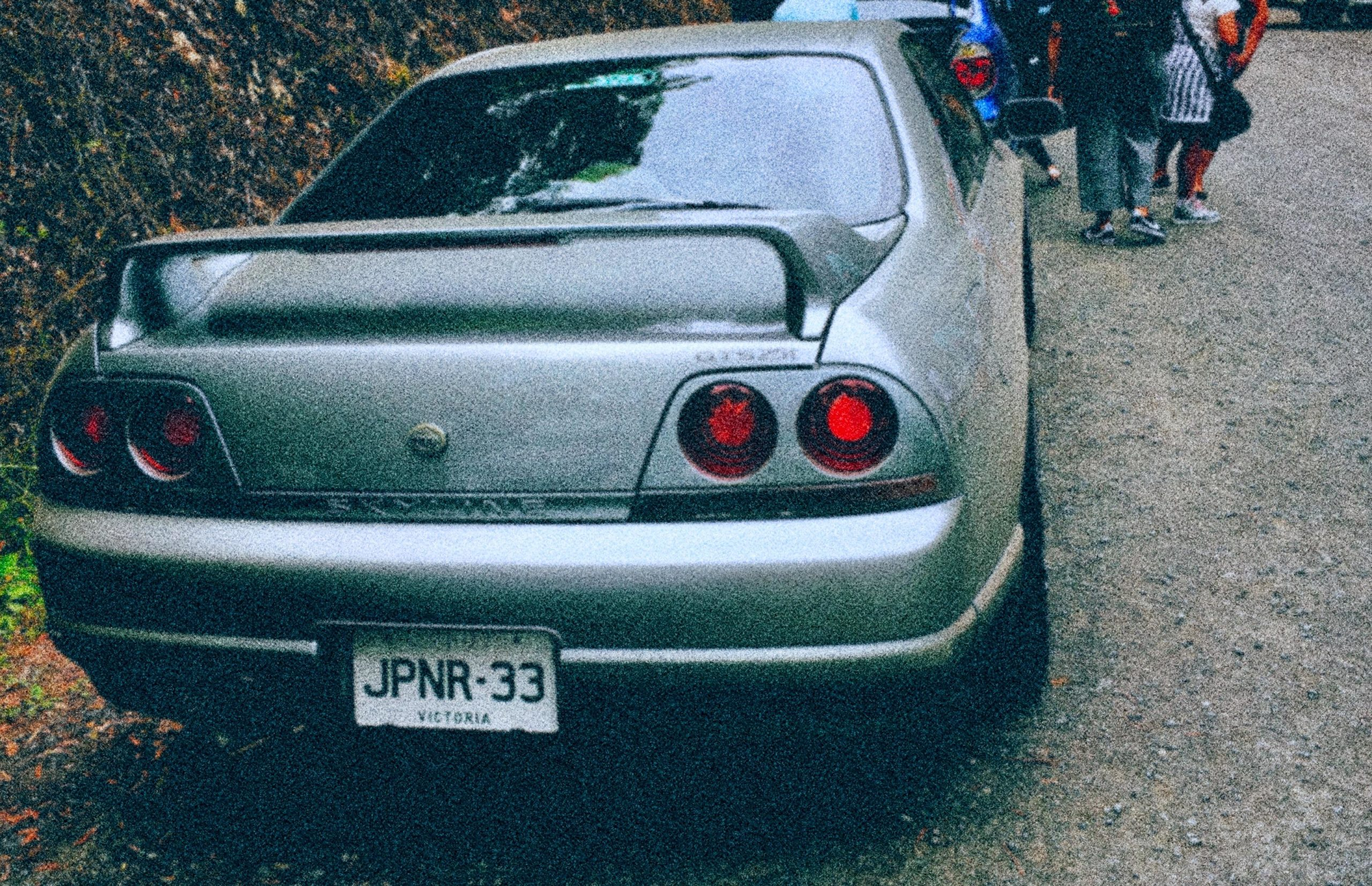 Clean skyline r33 with matching n-plate