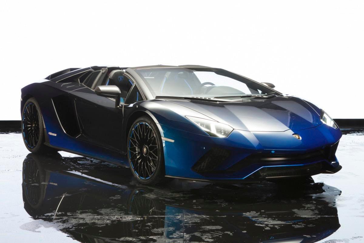 Lamborghini Aventador Black-Blue Gradient!