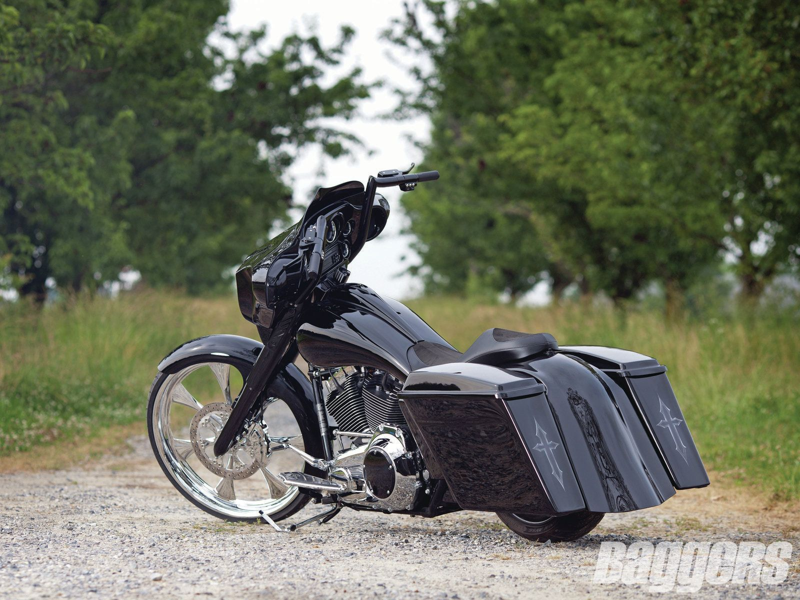 2009 Harley Davidson Street Glide Parked Rear Left View Photo 3