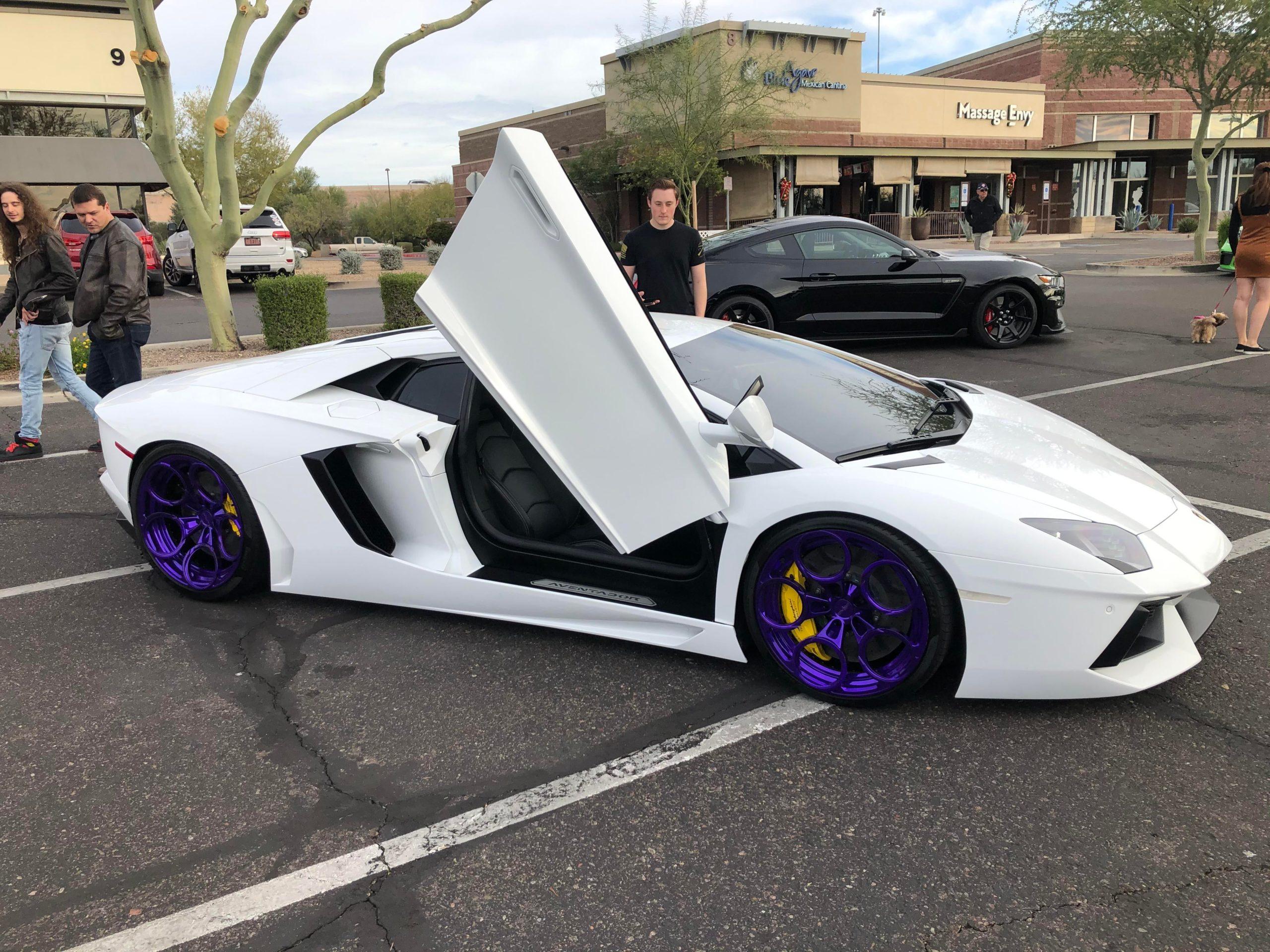 The wheels on this Lamborghini Aventador are stunning