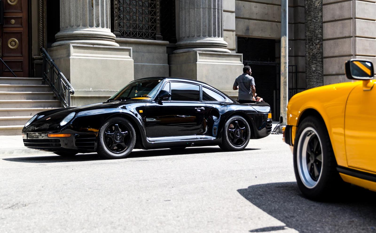 Black on Black. (Porsche 959)