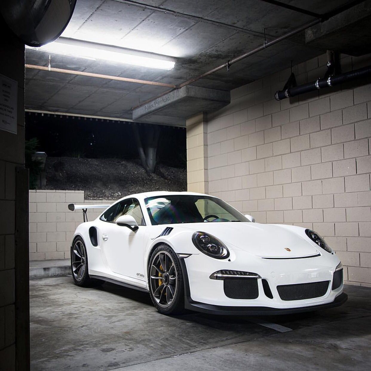 Porsche 991 GT3 RS painted in White Photo taken by: alex penfold on Instagram