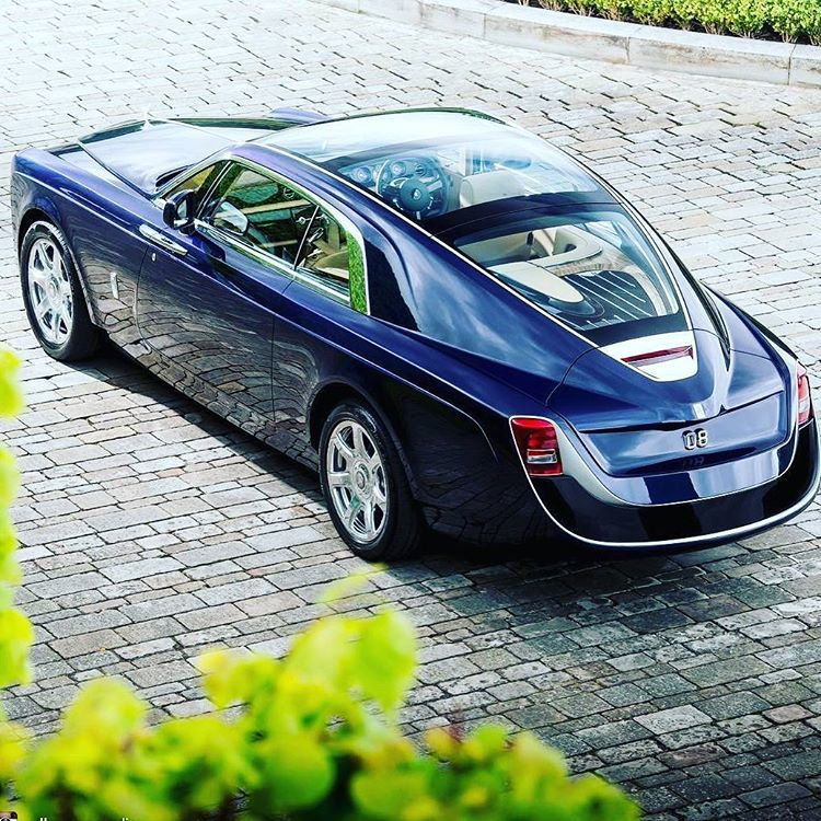 "@rp_true on Instagram: ""#RollRoyceSweptail#SWEPTAIL#VIBES  #BlackBottleBoss@rp_true#PBROSLLC #TheOnlyWayy?#UNAPOLOGETIC #BBB#DreamChasing#Worldwide?…"""