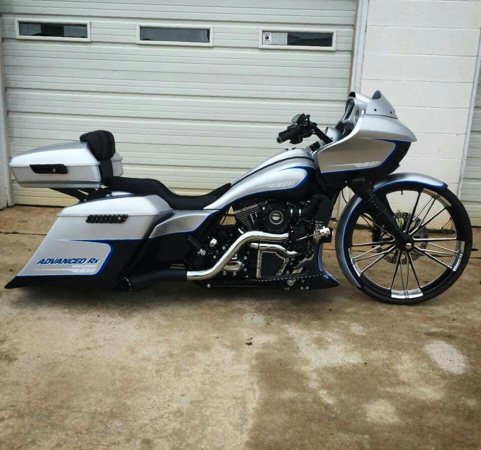 Slick custom Harley Davidson Road Glide