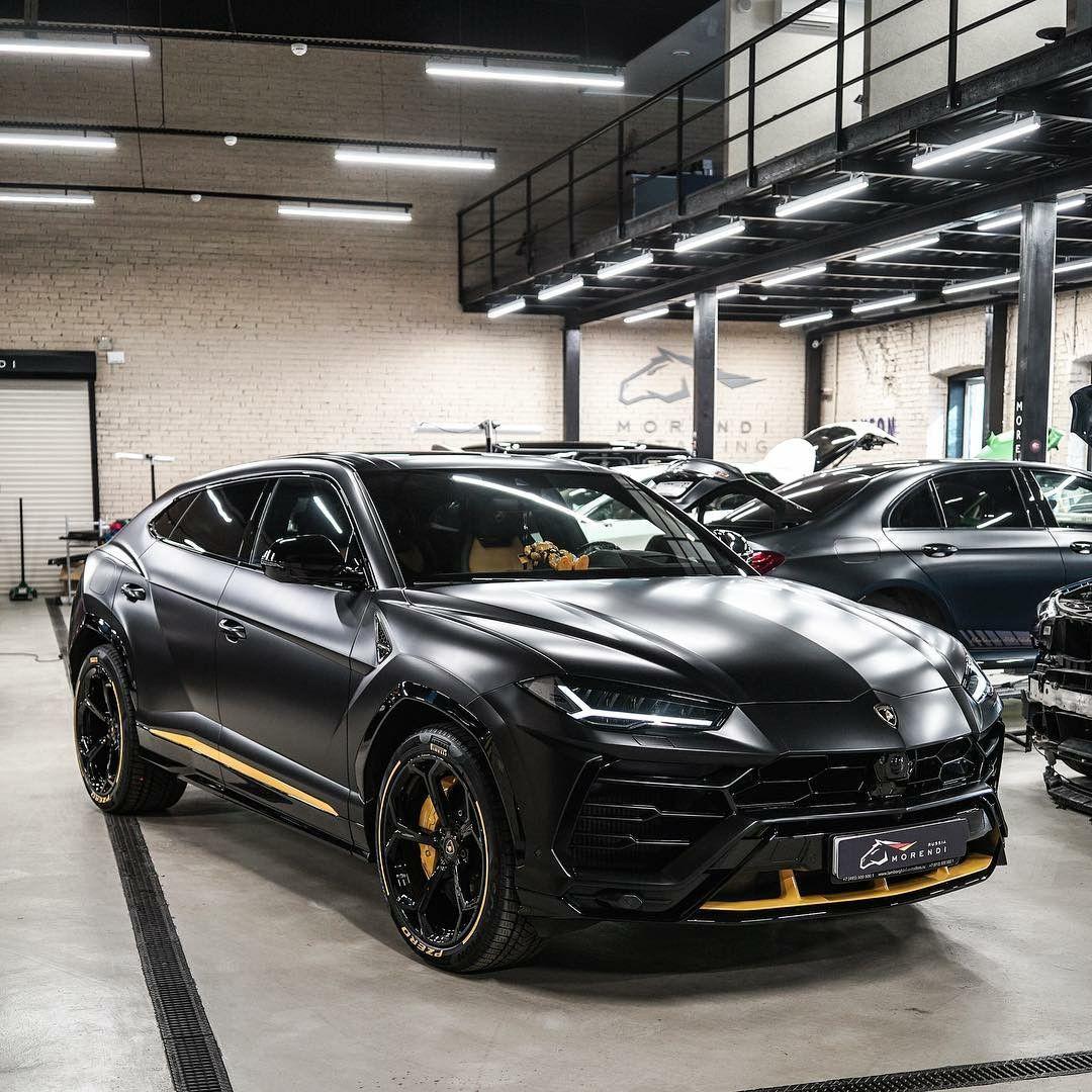 Lamborghini Urus Amazing Color
