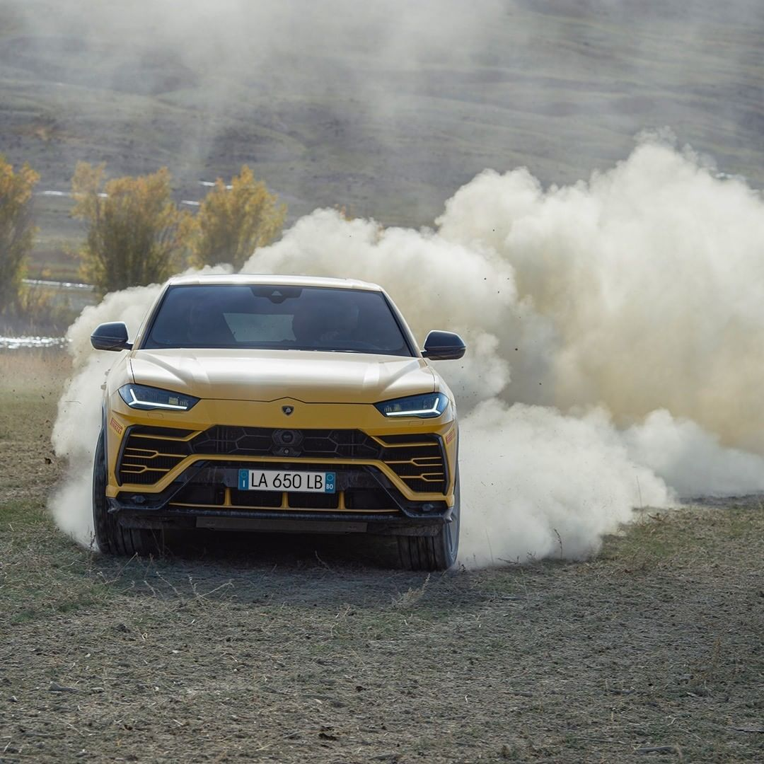 Lamborghini Dinamica Terra Altai saw a convoy of Lamborghinis navigate through m…