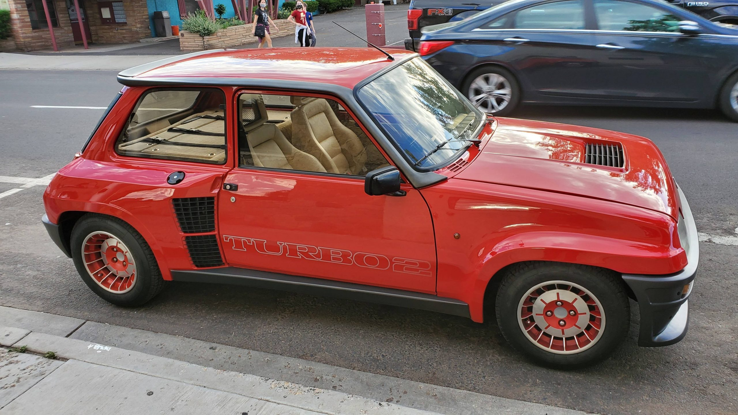 Mint Renault 5 Turbo 2 spotted in the states today.