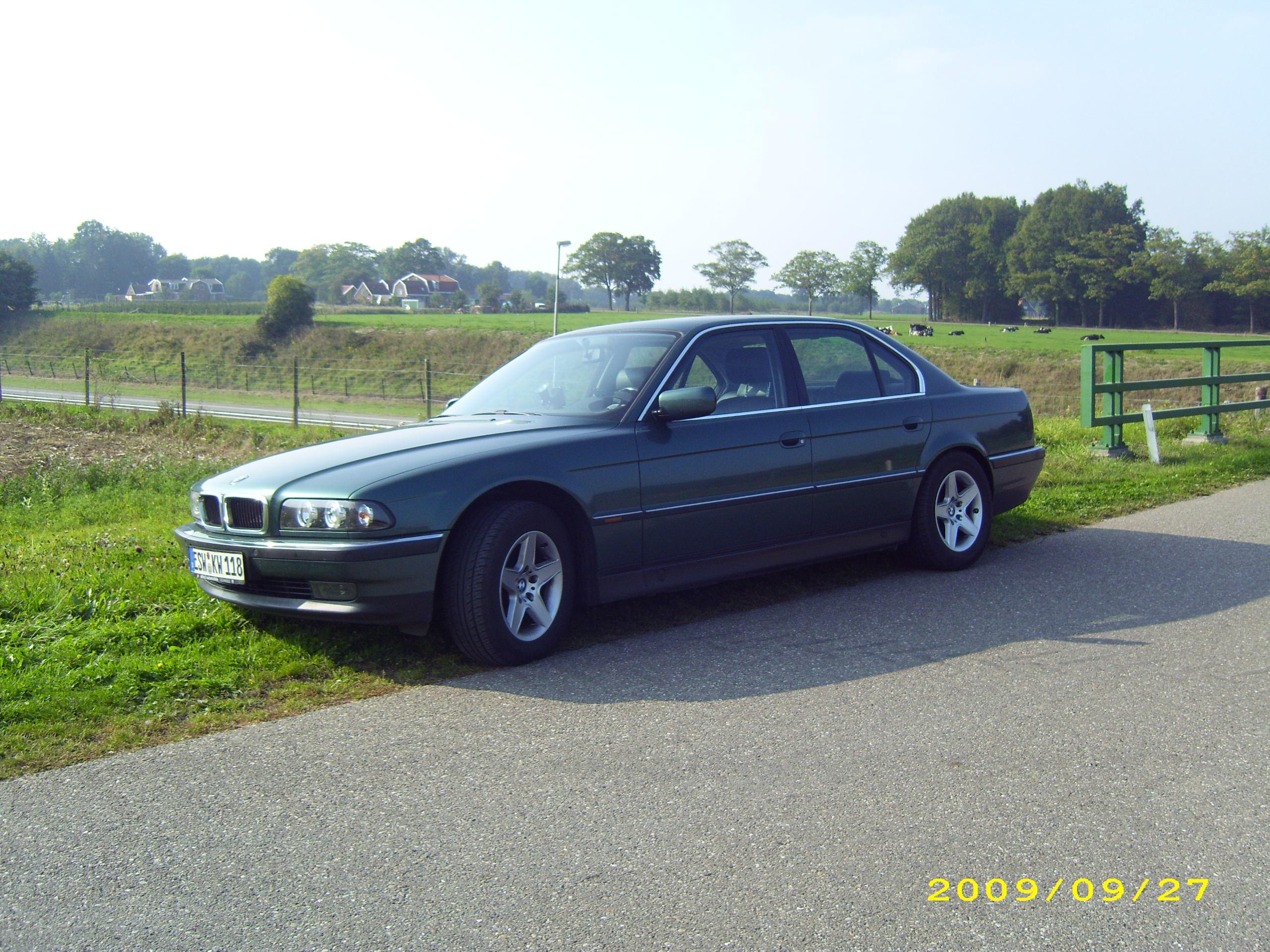 BMW 728iL (E38)