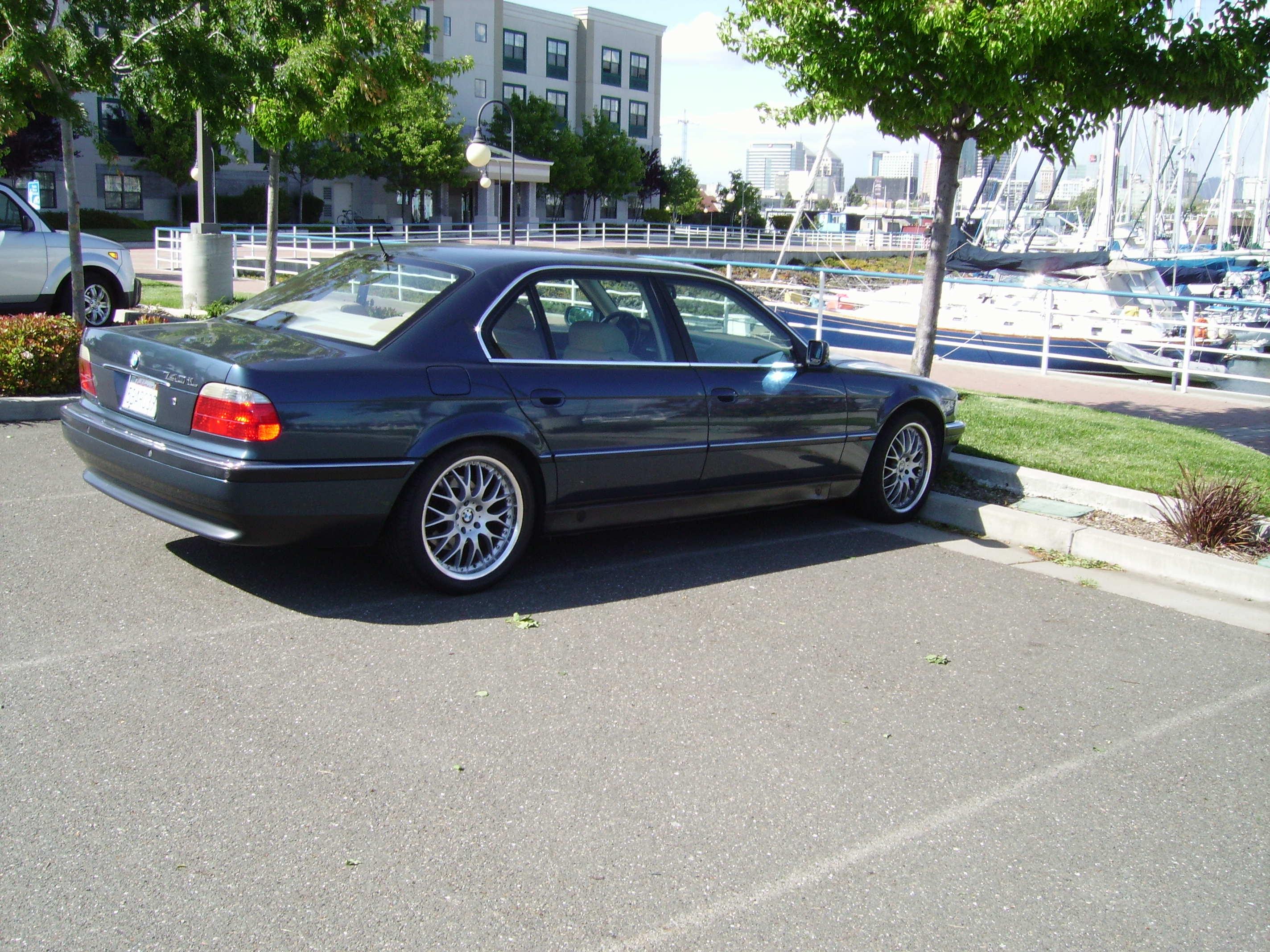 BMW 740iL (E38)