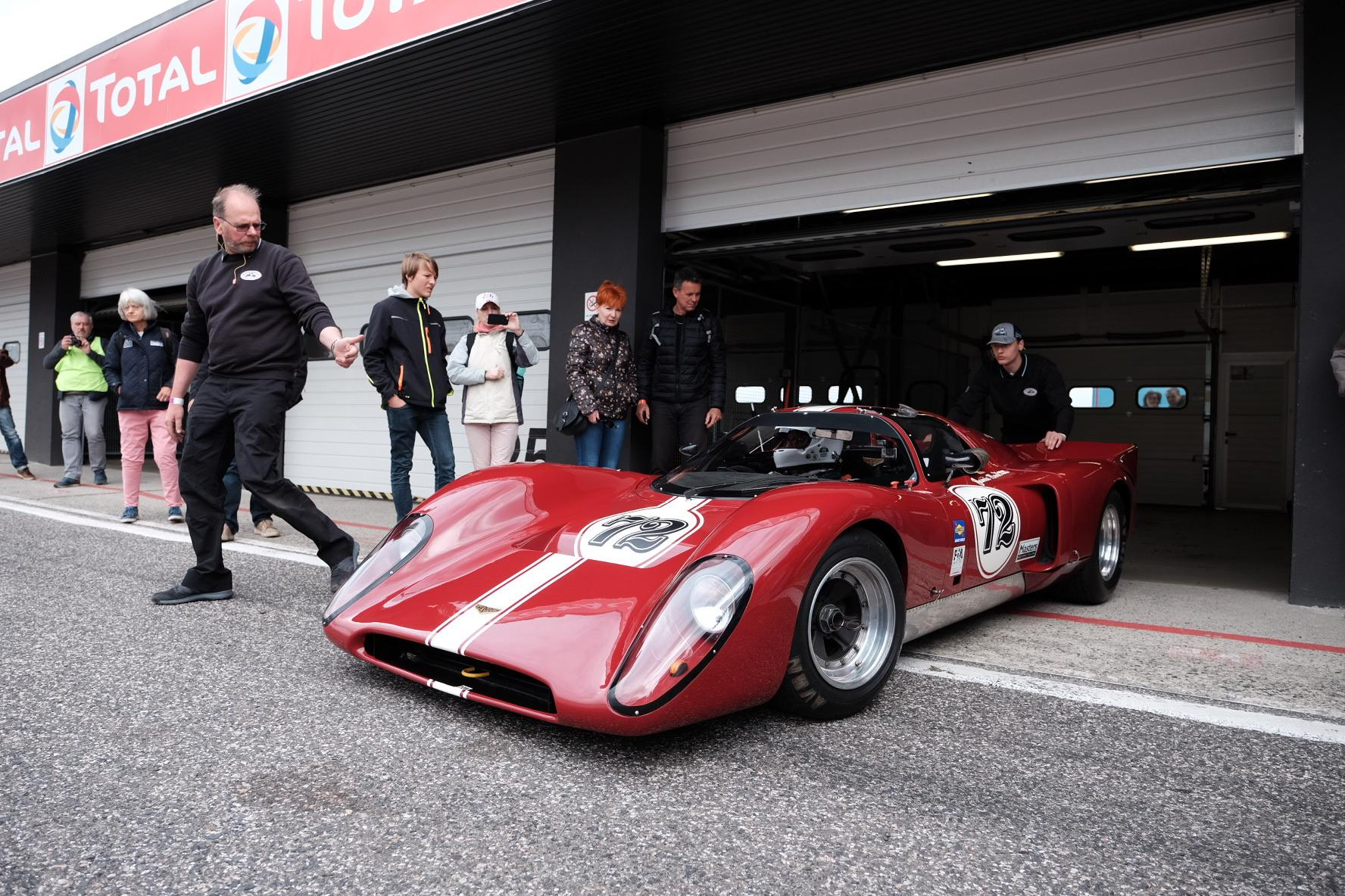 Little bit of retro racing stuff here ?