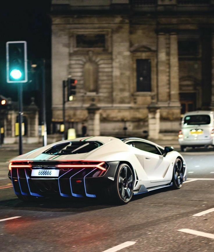 The Lamborghini is here in white with blue lights ?