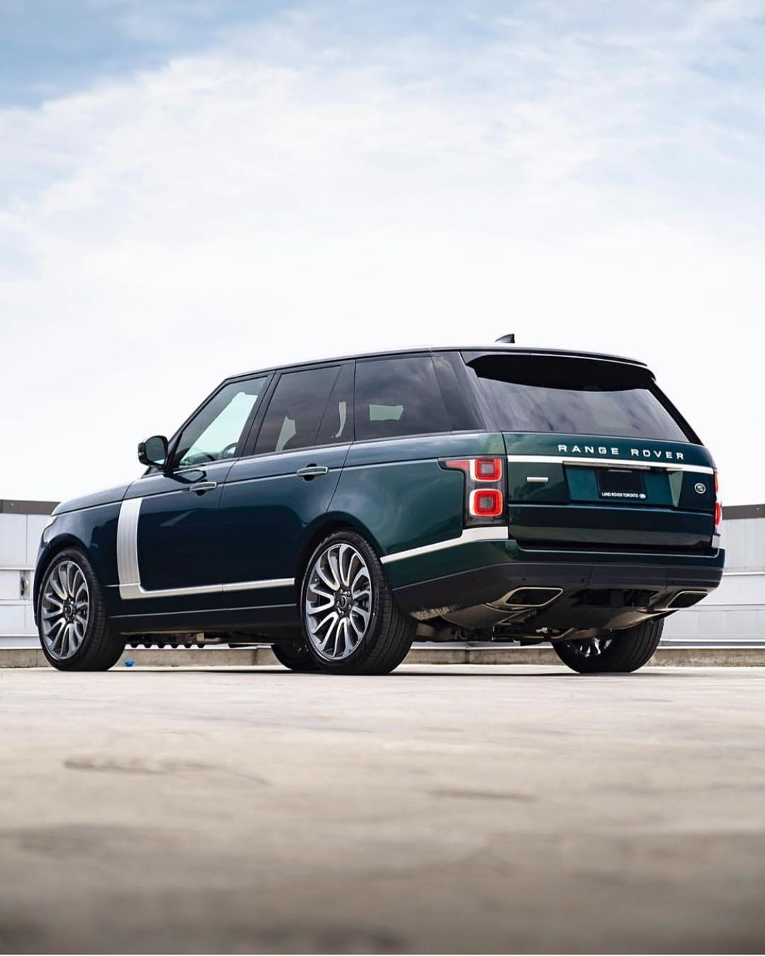 """?? Range Rover UAE ?? on Instagram: """"2019 Range Rover Autobiography is finished in Spectral British Racing Green with Vintage Tan Leather ? . . . . .  Repost from…"""""""