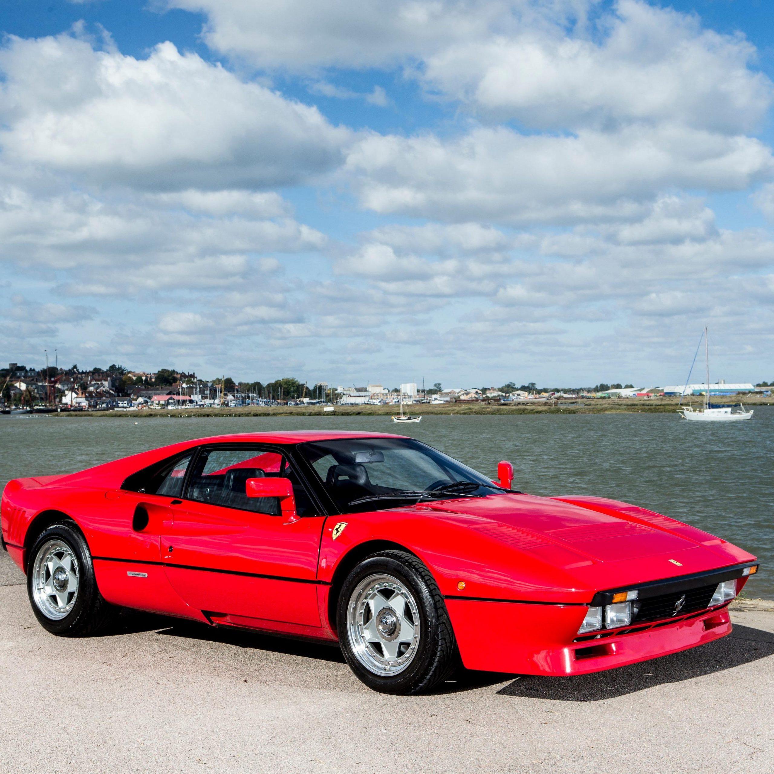 Ferrari 288 GTO in rosso corsa red